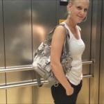 Der Jeans-Arsch Spritzer vom Shopping Center
