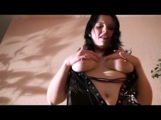 Sexy-Privat-Girl freizügig in Lack